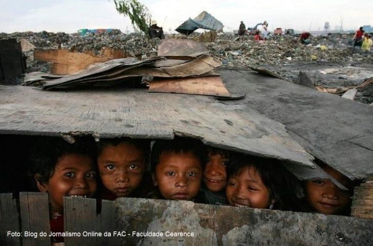 criancas-morando-no-lixao