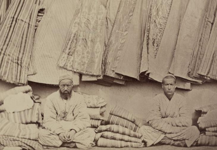 Vendedores de túnicas do Turquestão