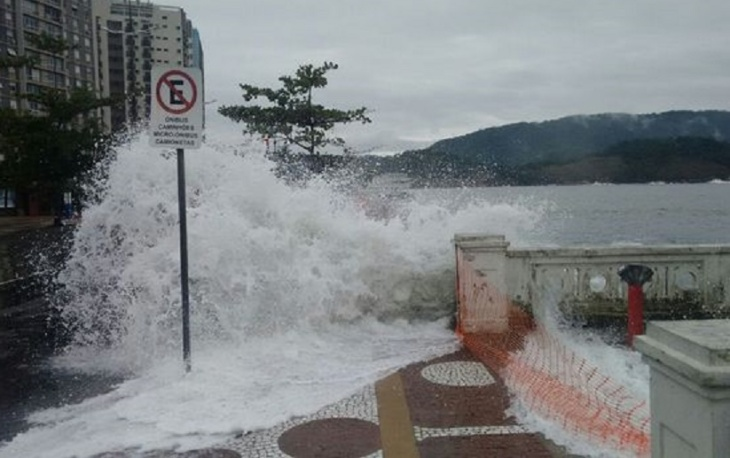 Ressaca na Ponta da Praia - Santos