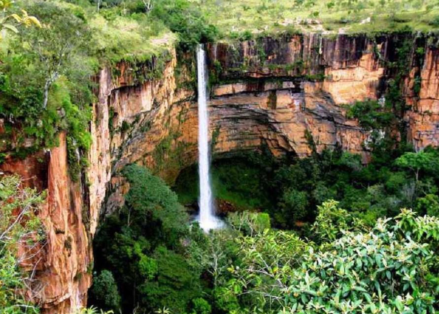 cachoeira-vC3A9u-da-noiva