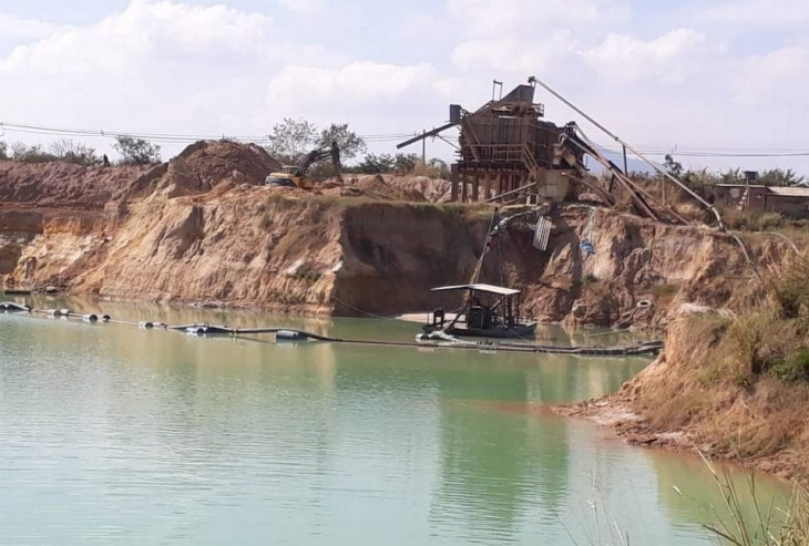 Extração ilegal de areia em Seropédica