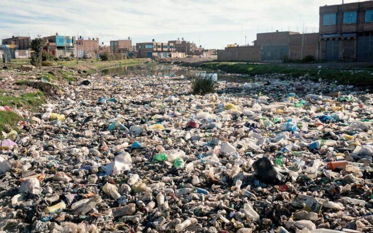 Poluição no Lago Titicaca