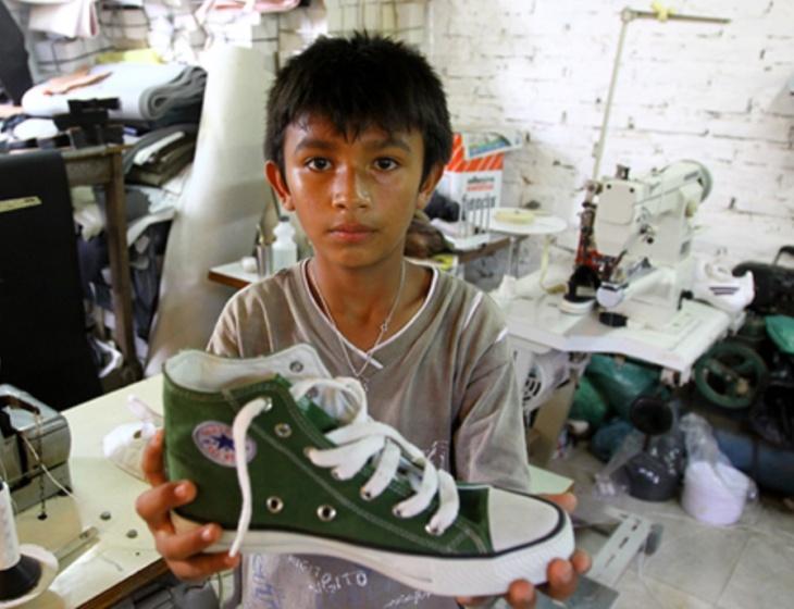 Fábrica de tênis no Sudeste Asiático
